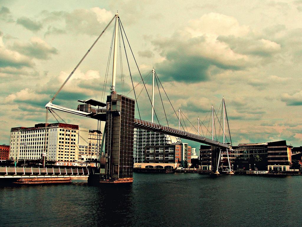 Royal Victoria Dock Bridge Architectuul